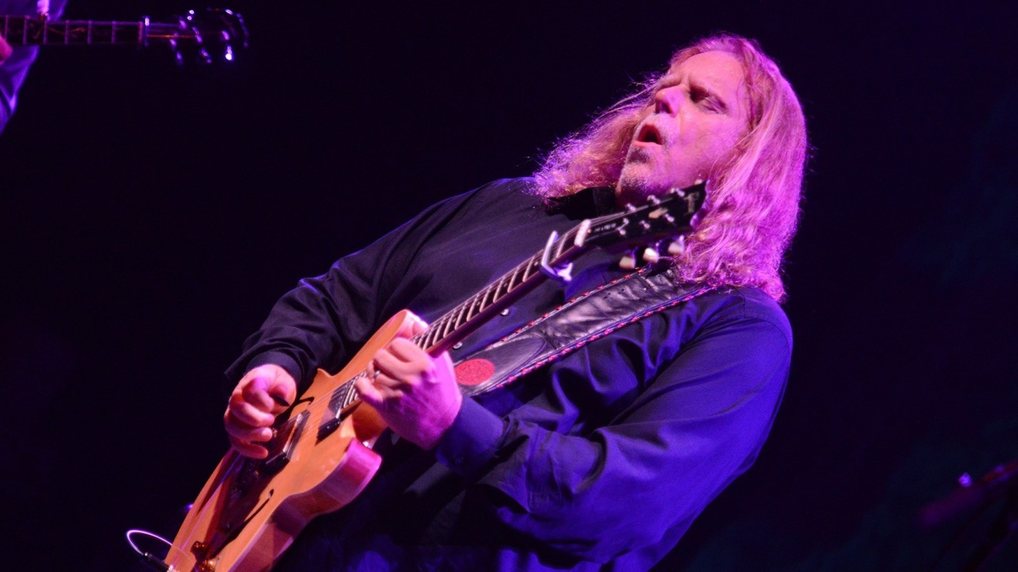 Warren Haynes And Ashes & Dust Band Debuts Grateful Dead & Stevie Ray Vaughan Covers