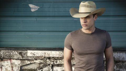 Dustin Lynch Press Crop