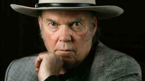 Neil Young To Play Chicago Theatre In April