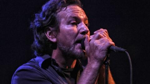 Pearl Jam Honors John Lennon & Bruce Springsteen In Lincoln