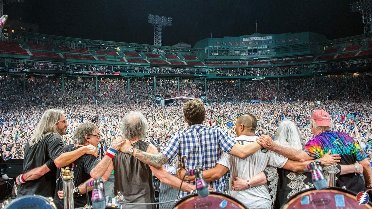 dead company conclude visit to fenway park in boston with donna jean godchaux. Black Bedroom Furniture Sets. Home Design Ideas