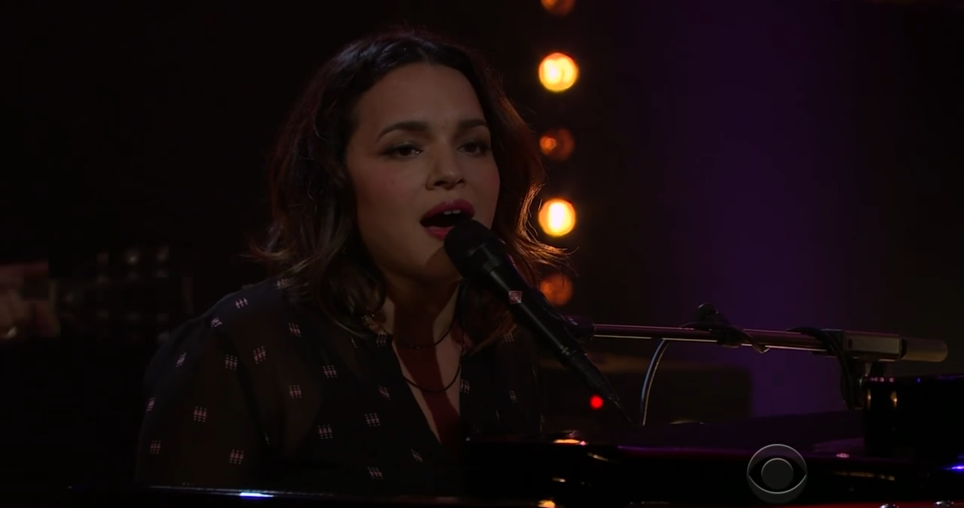 Norah Jones Covers Neil Young On \'The Late Late Show\'