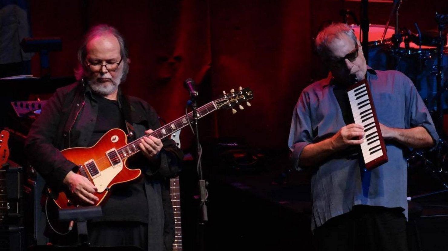 Steely dan busts out two classics at beacon theatre for Da n