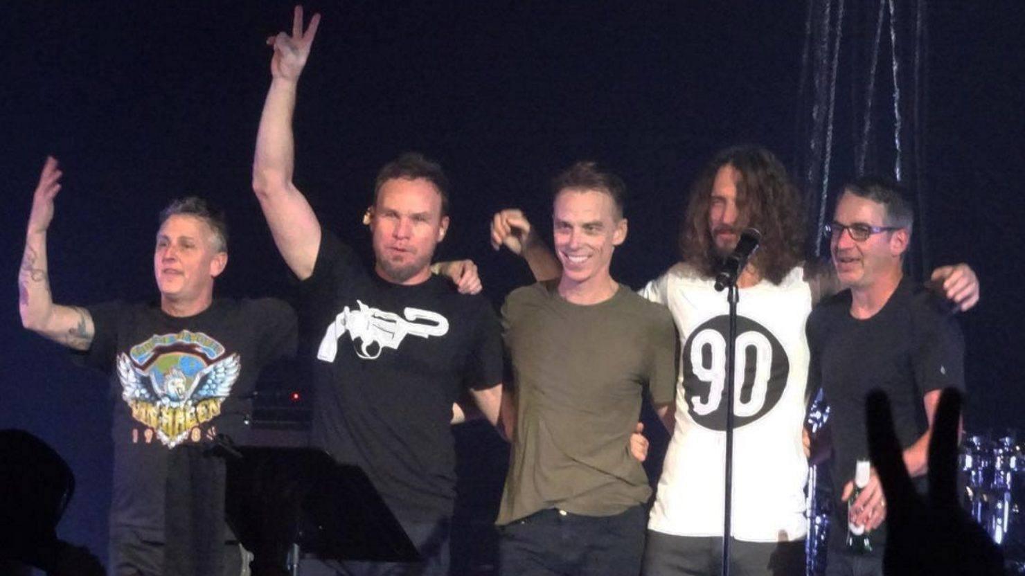 Eddie Vedder And Chris Cornell Multi-Cam Video: Templ...