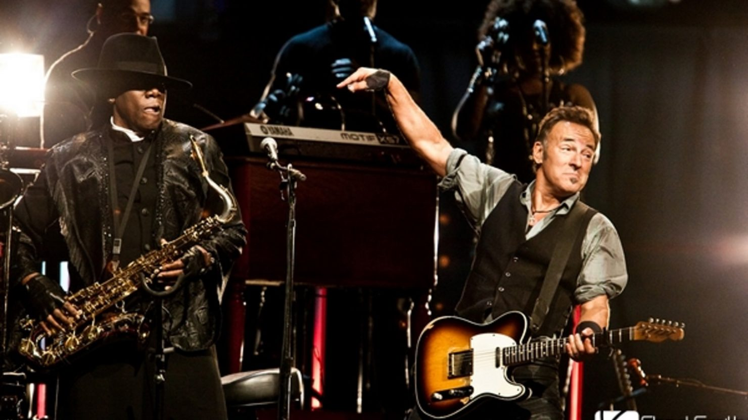 bruce springsteen Has bruce springsteen been working on a new album while representatives are keeping tight-lipped, reports have been circulating on the internet there have been strong rumors that the singer is finally returning to the recording studio working on a what might be a back-to-roots album.