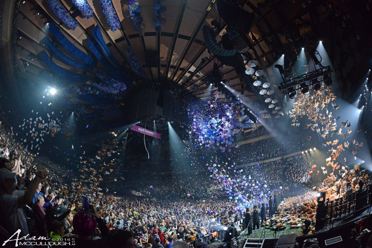 Phish Makes It Rain New Year S Eve 2016 2017 At Madison Square