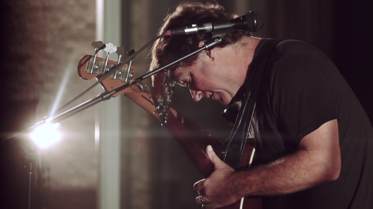 Keller Williams Performs Ourvinyl Session