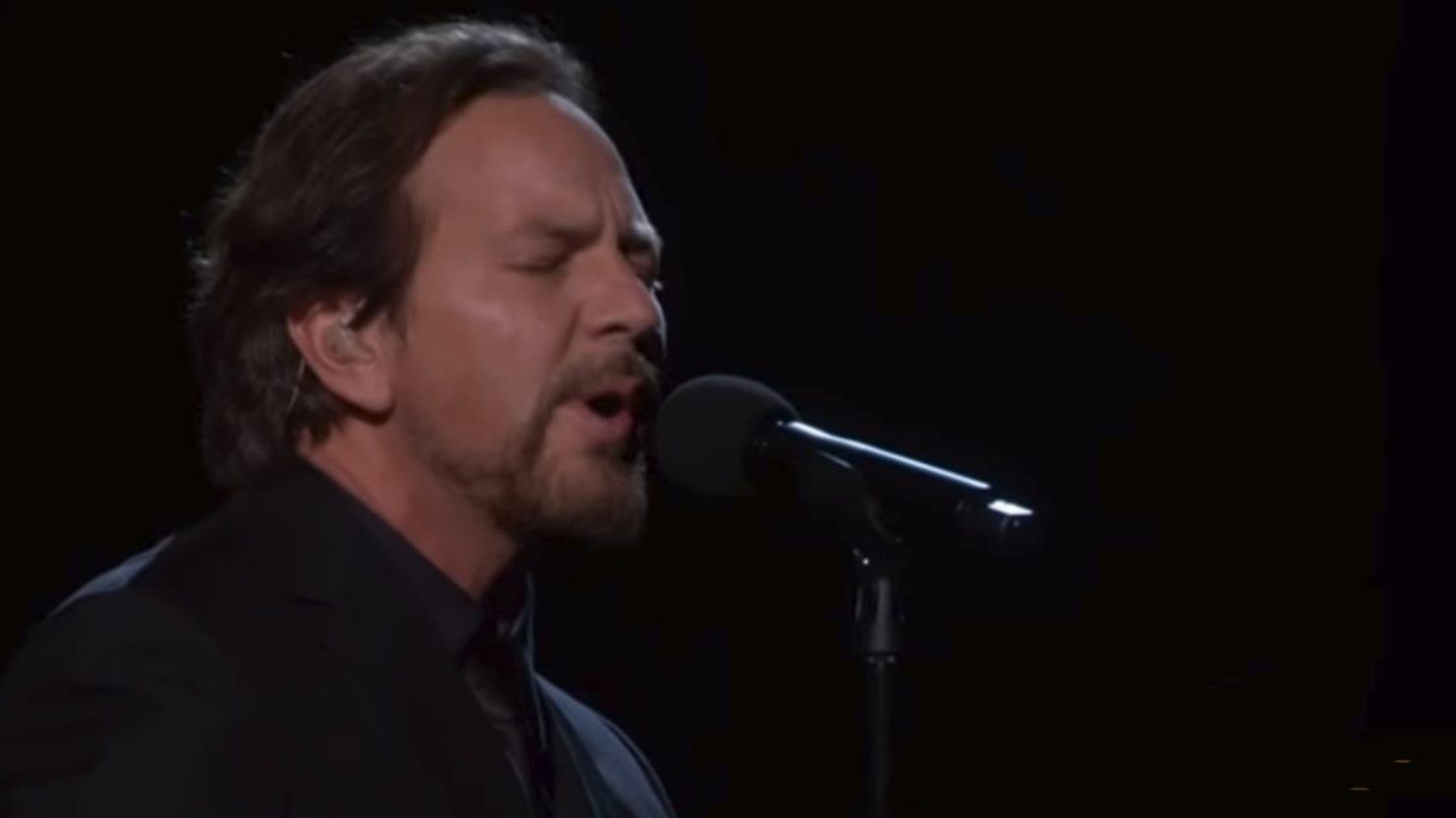 Eddie Vedder Covers Tom Petty S Room At The Top At 2018