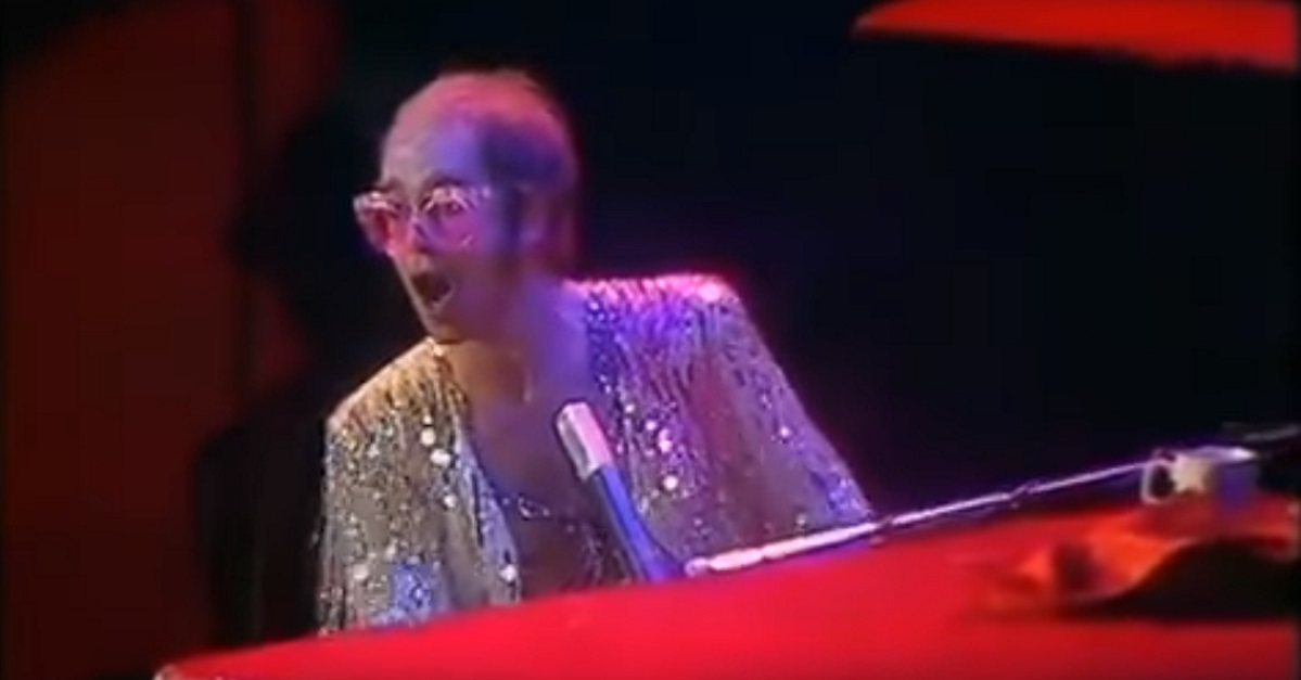 Elton John Christmas Song.Elton John Performs Christmas Eve Concert In 1974