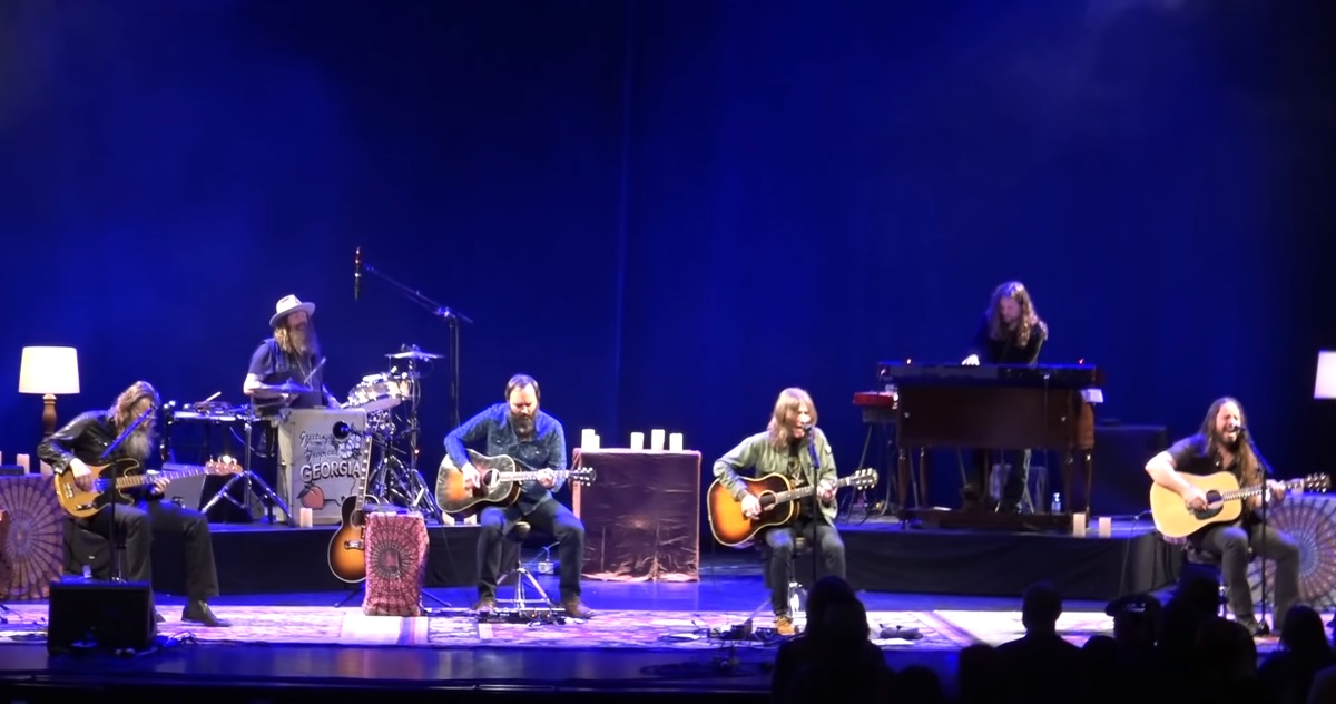 blackberry smoke performs acoustic cover of elton john 39 s 39 burn down the mission 39 video. Black Bedroom Furniture Sets. Home Design Ideas