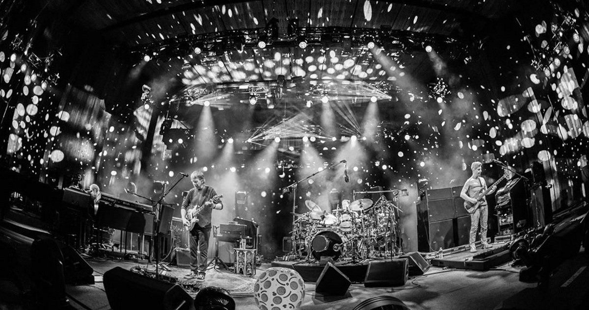 Phish Performs 23-Minute 'Birds Of A Feather' At Blossom Music Center