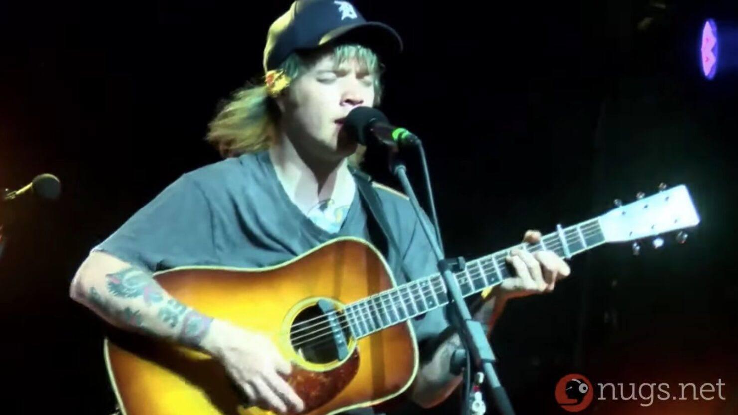 Billy Strings Covers Grateful Dead's 'Alabama Getaway' In Mobile